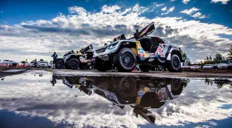 """Dream Team"" da Peugeot mantém-se no pódio do Silk Way Rally"